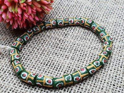 Strang Krobo trade beads Ghana recycled glass Pulver Glasperlen Afrika 7 mm grün