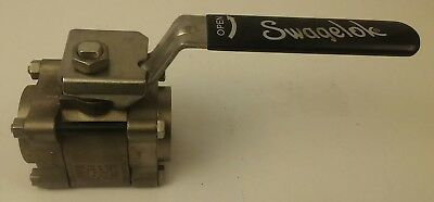 SWAGELOCK SS-67PF24 BALL VALVE 1500 PSI@100, 103F BAR@38C, 450F@ 500PSI, 1.25in