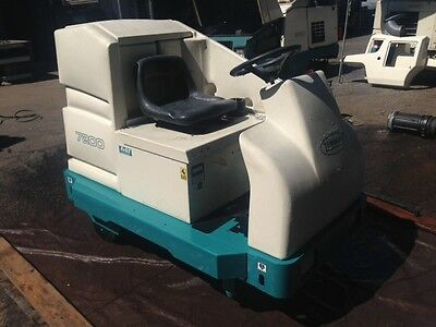 Tennant 7200 Rider Floor Scrubber Re-Manufactured - FREE SHIPPING - LOW HOURS!