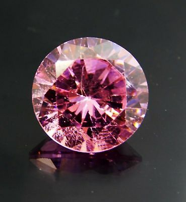 Zircon rose  naturel du Cambodge  . 11,35 carats
