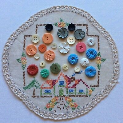 Old Sewing Buttons Shell Mother Pearl Glass Assorted Lot x 25 FREE Doily