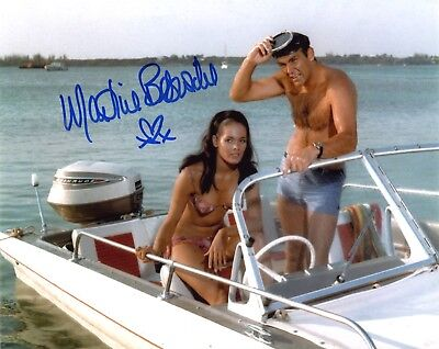 Martine BESWICK (James BOND) AUTOGRAPHE Autograph PHOTO SIGNEE 20x25 signed