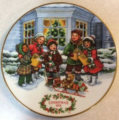 """Avon 1991 Christmas Plate """"Perfect Harmony"""" Porcelain trimmed in 22k gold"""