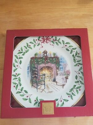 Lenox 1999 9th Annual Christmas Collector Holiday Plate - Winter Warmth 24K Gold