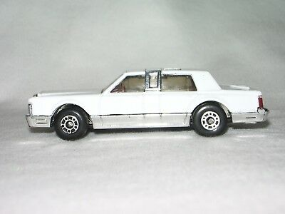 Matchbox Lincoln Town Car Red 1 76 Scale 1988 5 99 Picclick
