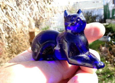 Franklin Mint 1986 Cobalt Blue Glass Cat From The Curio Cabinet Cat Collection