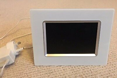 Philips digital photo frame 7FF2CMI 7 inch display
