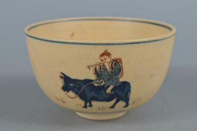 R5762: Japanese Kiyomizu-ware Colored porcelain Person Cattle pattern TEA BOWL