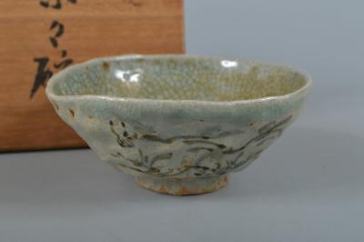 R3998: Japanese Old Soma-ware Green glaze Horse pattern TEA BOWL w/signed box