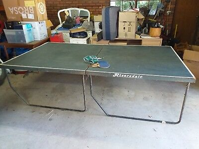 Table Tennis Table plus Net and Bats Ping Pong