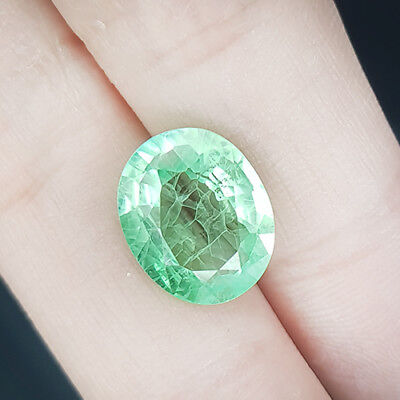 5.60 Cts Columbian's Finest Near Eye Clean Untreat Vivid Green Natural Emerald