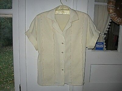 LOVELY VINTAGE 1950s IVORY COTTON SHORT SLEEVE BLOUSE - FRONT LACE PANELS