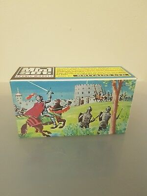Britain's 1081  1:42  Mini Set Knights In Combat-Ex Shop Stock Mint!