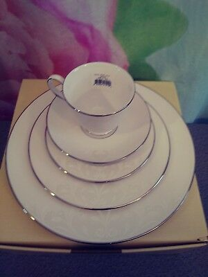 Lenox Opal Innocence Scroll 5 piece place setting - NEW IN BOX #853809 Platinum