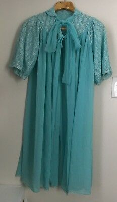 Vintage 1950s TURQUOISE Blue Short Sleeve Pleated Chiffon & Lace Open Robe