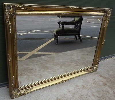 Large Decorative Gilt-Framed Wall Mirror in the Antique Style (106cm x 76cm)