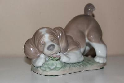 Lladro 6832 A Sweet Smell Puppy Porcelain Figurine Retired 2009 with Box