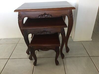 Solid Mahogany Wood Nest / Side Table Set of 3 Tables (good as new). Antique