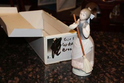 Lladro 5025 Clean Sweep Porcelain Figurine Retired 1985 Girl with Broom