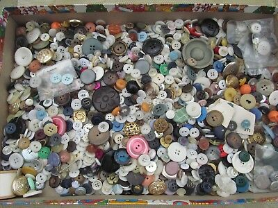 Large 2 Pound Lot Of Mixed Vintage Sewing Craft Buttons