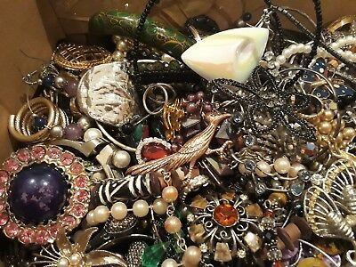Huge Lot vintage & modern costume jewellery For Spares/repair/resale From 99p