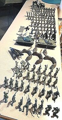 Lot of Approx 130 Plastic Mini Army Men Figures Toy Soldiers & Mixed Accessories