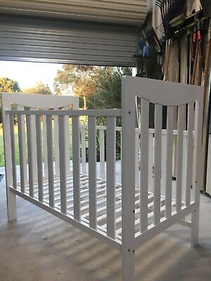 Cot / Bed Mothers Choice White Excellent Condition