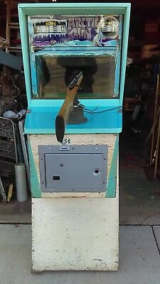"1967 Williams Arctic Gun ""Black Light Setting"" Shooting Arcade Complete Works"