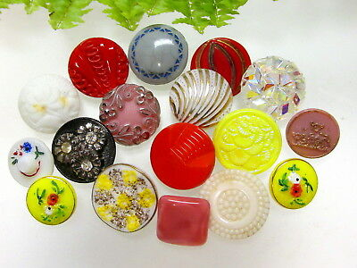 Pretty Lot Of Vintage Glass Buttons~Some Flowers~Moonglow ++ S61