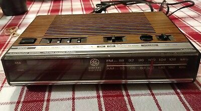 Vintage General Electric Digital Alarm Clock Radio Model 7-4624B Working