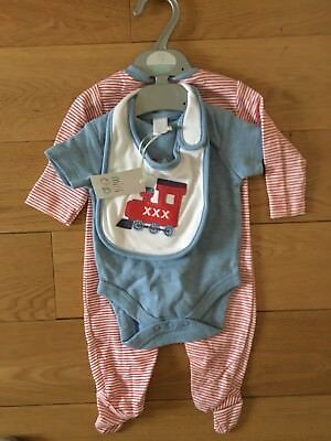 BNWT Mini Mode Boys Train Sleep suit, Bodysuit & Bib Gift Set Age 0-3 Months