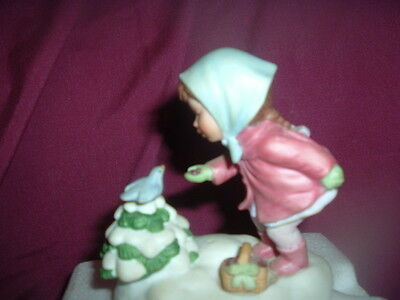"""Vintage AVON Musical Porcelain Figurine """"WE WISH YOU A MERRY CHRISTMAS"""", 1986"""