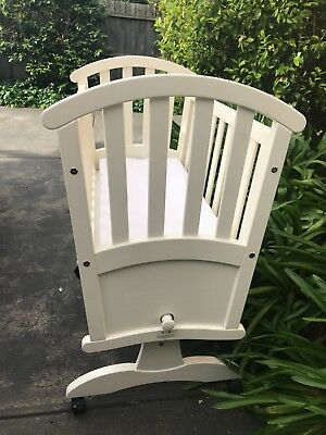 Grotime Baby Bassinet Rocking Cradle On Wheels. Off White. VGC