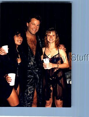 Found Color Photo W_5829 Pretty Women Posed With Man In Robe