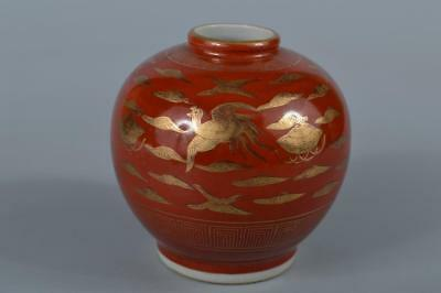 R7974: Japanese Kutani-ware Red glaze Bird Cloud pattern FLOWER VASE Ikebana