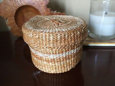 Sml Woven Basket Incl String Of Mini Cottons