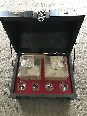 DECANTER set in chest