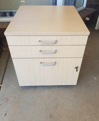 pedestal filing cabinet with key and 10 suspension folders.