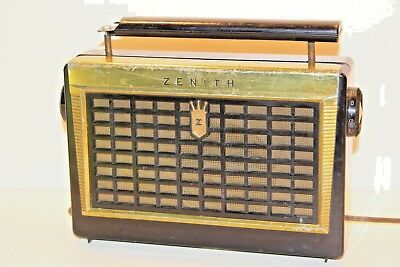 ZENITH Z402Y portable tube radio AM AC Battery vintage ( please see pictures)