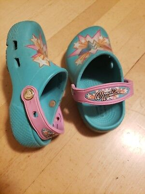686c05d61b575 CROCS Iconic Comfort Childrens Girls Shoes Sz 10 Wonder Woman Pre Owned