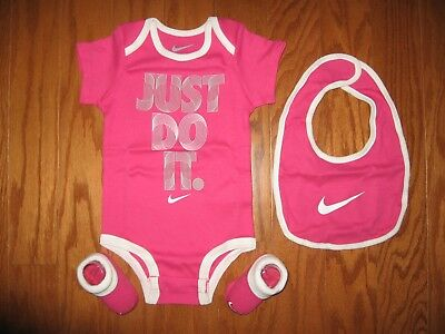 a23fa0bf0 NIKE BABY GIRL 3 Piece Bib, Bodysuit & Booties Set Pink /White 0-6M ...