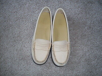 New G.H. BASS Weejuns Nubuck Leather Casual Loafers size 7,5 in LIGHT TAN