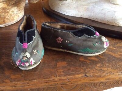 Vintage Chinese Shoes Silk Embroidered Fabric Floral Pair circa 1920's ?