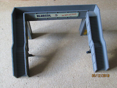 Tri-Ang / Hornby Tt Or 00 Gauge R71B Grey Foot Bridge