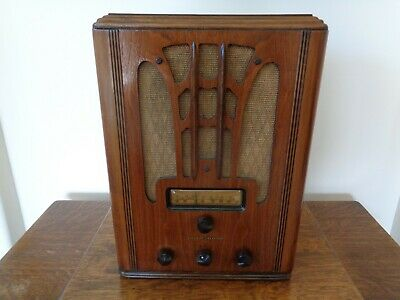 Nice General Electric model E-71 AM/SW tombstone style radio