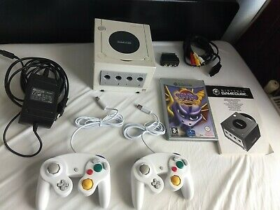 NINTENDO GAMECUBE PAL PEARL WHITE * GAME INCLUDED* fully tested and working.