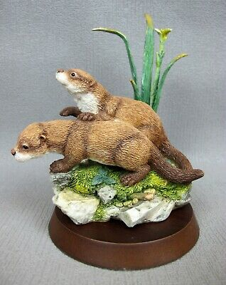 """Country Artists figurine 05159 YOUNG OTTER CUBS """"Day Break"""". 12.5 cm"""