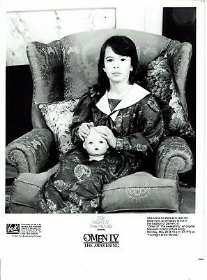 Asia Vieria Actress Omen IV The Awakening Photograph 10 x 8 Excellent Condition