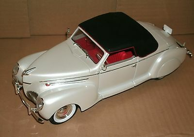 1 18 Scale 1939 Lincoln Zephyr Diecast Model Signature Models 18102
