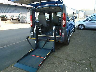 Renault Trafic 2.0TD upfront wheelchair passenger position with tail-lift